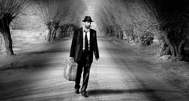 man_suitcase_road_by_birbarfilozofu (1)
