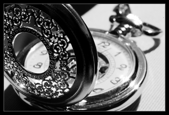 Black_and_white_pocket_watch_by_ClawzSkunk-550x375