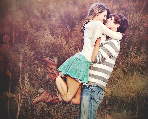 cute,love,couple,feild,close,kiss-52269710754632f280cd9177a1c0a75d_h